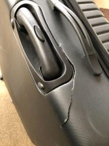 壊れたスーツケース1